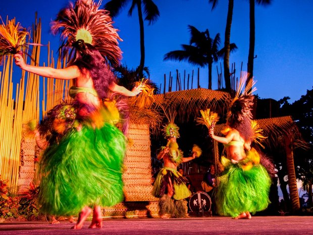 5626acc48bd380d2282e0542_luau-hawaii-cr-alamy